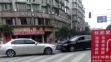 两车当街对撞泄愤 20秒内相撞3次