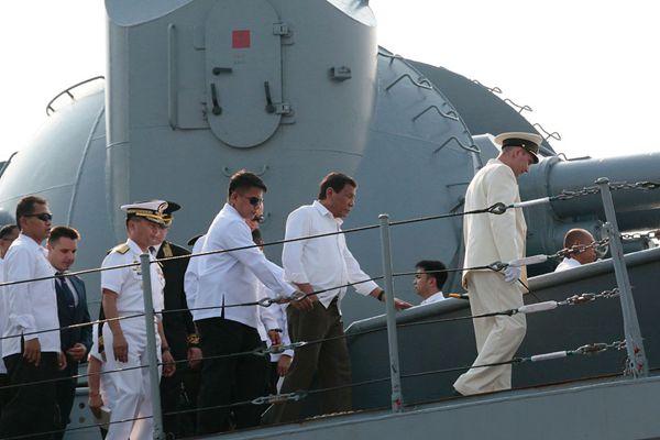 菲律宾总统杜特尔特登俄导弹巡洋舰参观