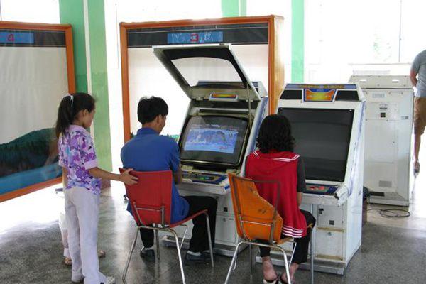 朝鲜街机电玩城:从红白机迈入现代化