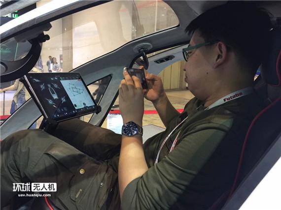 模型展亿航184载人无人机静态体验 将在迪拜载人飞行