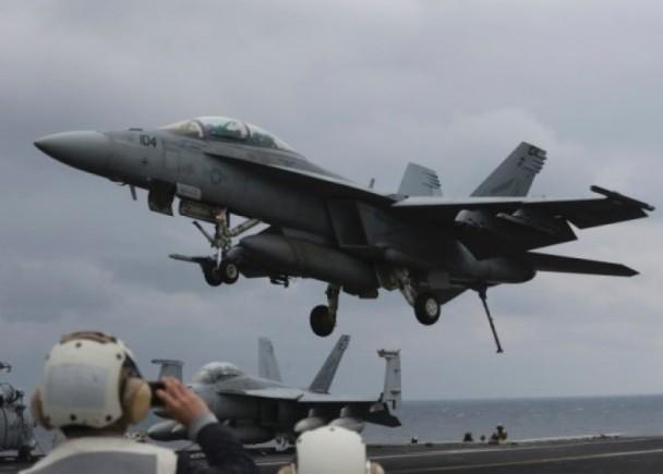 美航母北上朝鲜出师不利 舰载机失事飞行员弹射