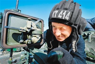 """俄军战略轰炸机抵近美国""""秀肌肉"""" 一箭三雕"""