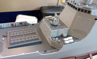 模型展上美女与武器齐聚 高精度052D舰模型现身