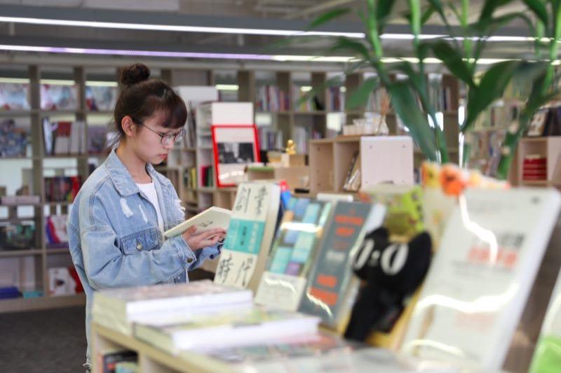 天猫发布首本AR图书   让纸质书动起来