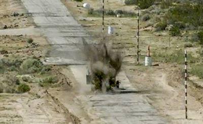 F-35C舰载机投弹命中移动靶