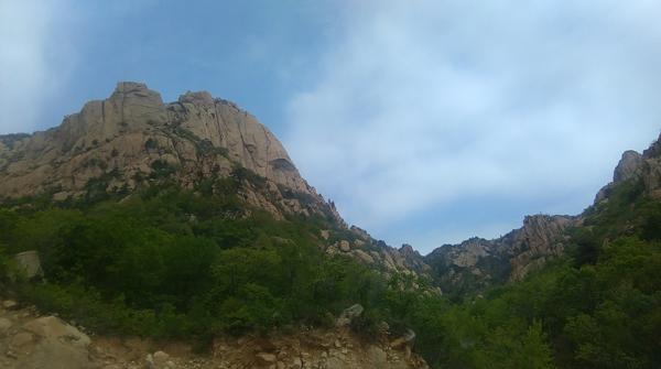 祖山位于秦皇岛祖山风景区,景区内很多山峰直上直下,像万箭攒空