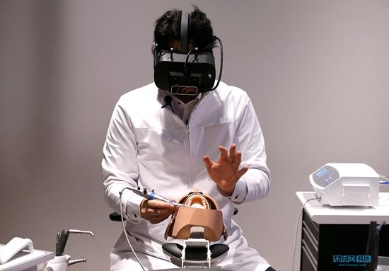 日本研发能读取x光片的VR头盔 用于牙科手术