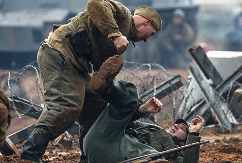 俄举行情景重现活动 纪念二战胜利72周年