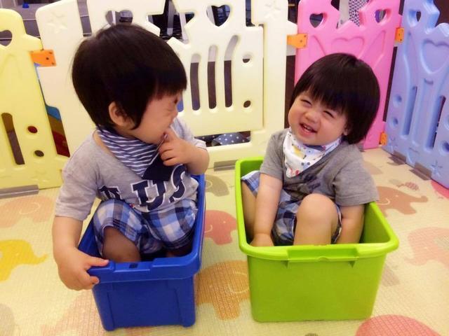 林志颖晒双胞胎儿子萌照 哥俩互动超有爱