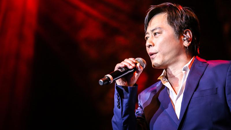 王杰出道三十年美国开唱 经典金曲引全场合唱