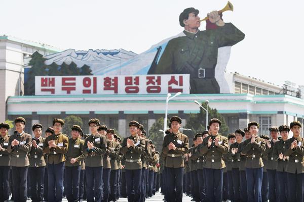 朝鲜高中生参加体育比赛 接受加强国防教育