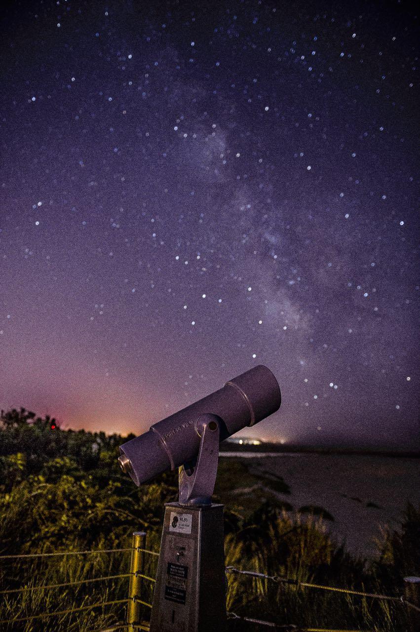 高一男生等待整夜拍下璀璨星空 摄影记录家庭生活点滴