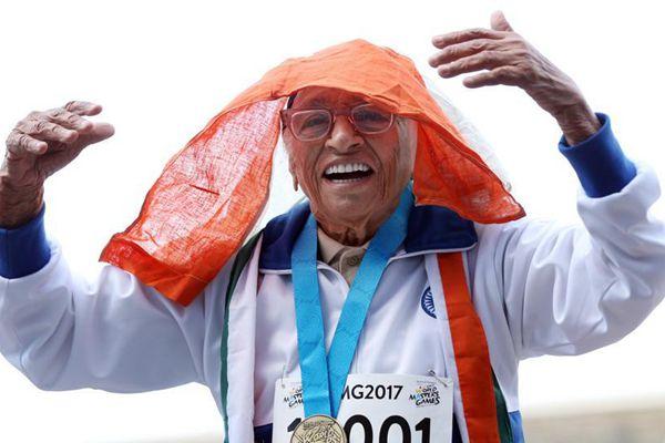 101岁老人跑百米田径赛 74秒夺世界冠军