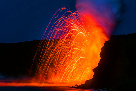 摄影师拍岩浆入海 震撼若地狱之火