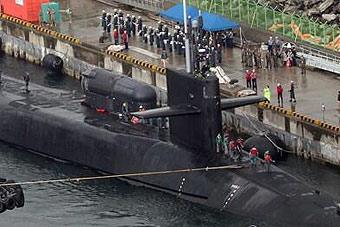 """美""""密歇根""""号核潜艇驶入韩釜山港"""
