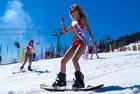 俄千人泳装滑雪秀身材