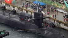 """""""秀肌肉""""美载核导弹潜艇停靠韩国釜山港"""