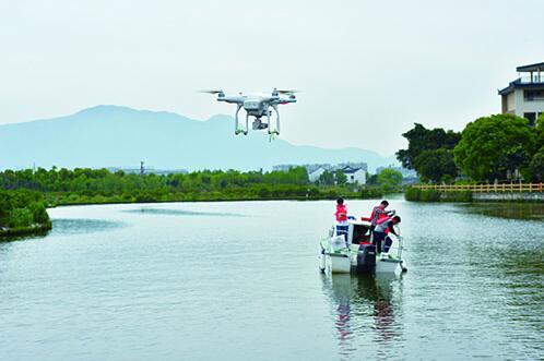 温医大水质监测队迎新队员 无人机助力湿地生态修复