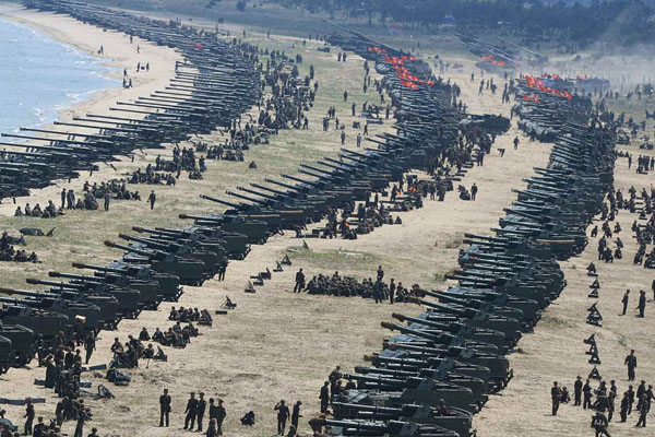 朝鲜举行史上最大规模火力演习庆祝建军节 金正恩现场视察