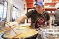 """纽约人""""老金""""的煎饼大业:在美国略显非主流"""