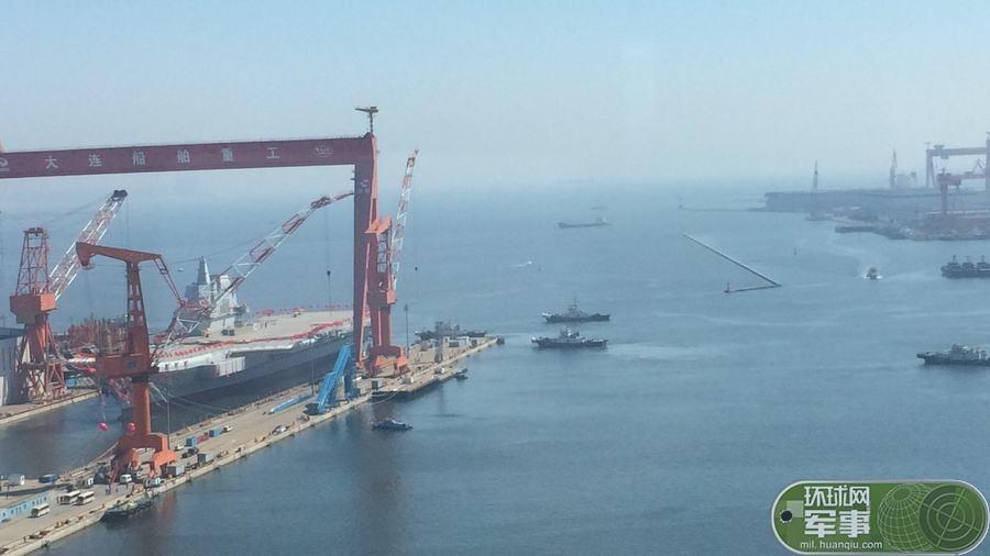 我国第二艘航空母舰下水 范长龙出席下水仪式并致辞     2017年04月26日 09:32:15 来源: 新华社 - 新兵 -