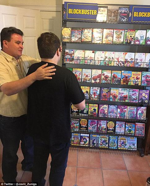 美国父母为自闭儿子建迷你DVD连锁店缓解病情