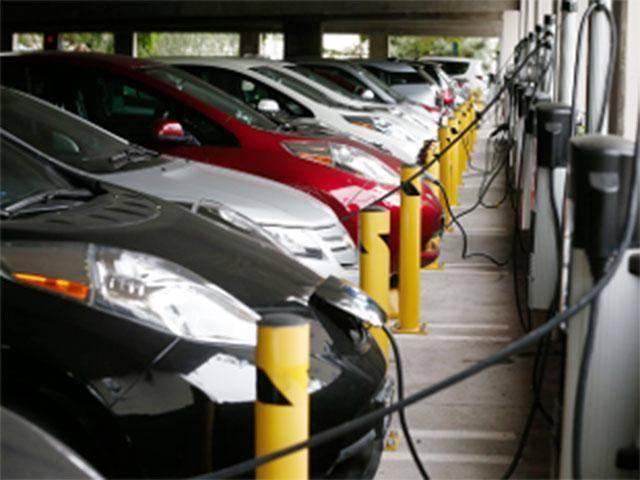 印度酝酿电动汽车革命 2030年实现普遍电动化