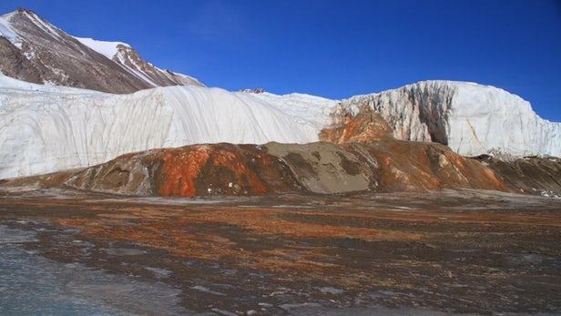"""百万年历史的盐水揭开南极""""血瀑布""""的神秘面纱"""