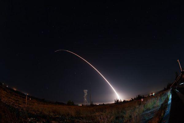 美军试射洲际弹道导弹 称与朝鲜局势无关