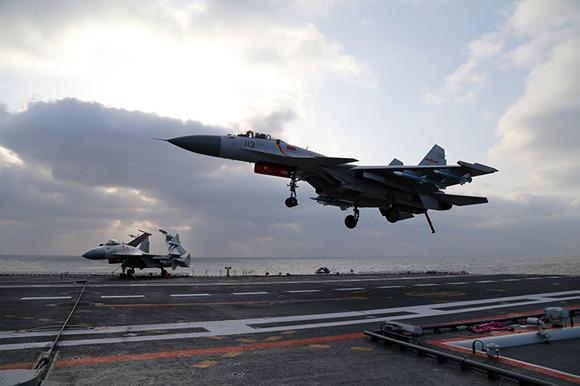 新型舰载机歼-15B要量产?专家:完全可以期待