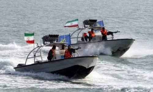 伊朗快艇波斯湾吓住美国军舰 最近时相距约900米