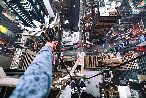 玩命角度!摄影师高楼顶俯拍美景