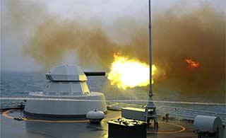昆仑山舰近防系统发威 倾泻火力