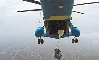 从直升机中跳伞是什么感觉