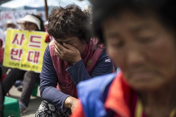 """""""为何甘作卖国奴?""""突袭式部署萨德震惊韩民众"""