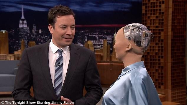 美女机器人参加电视节目 与主持人开玩笑做游戏
