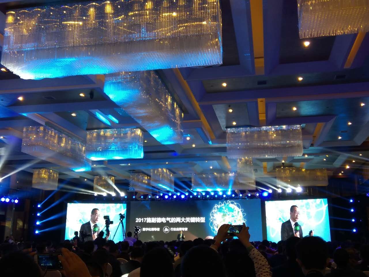 施耐德中国总裁尹正谈转型:数字化成功关键在IT+OT