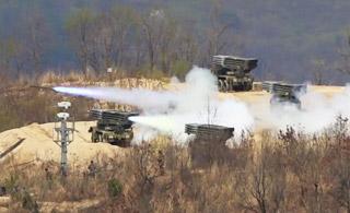 美韩在三八线附近举行联合军演 火力全开