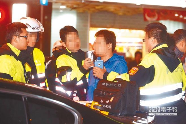 """台湾酒驾出""""连坐条款"""":同车乘客可罚1.2万"""