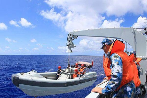 海军远航访问编队开展多科目演练