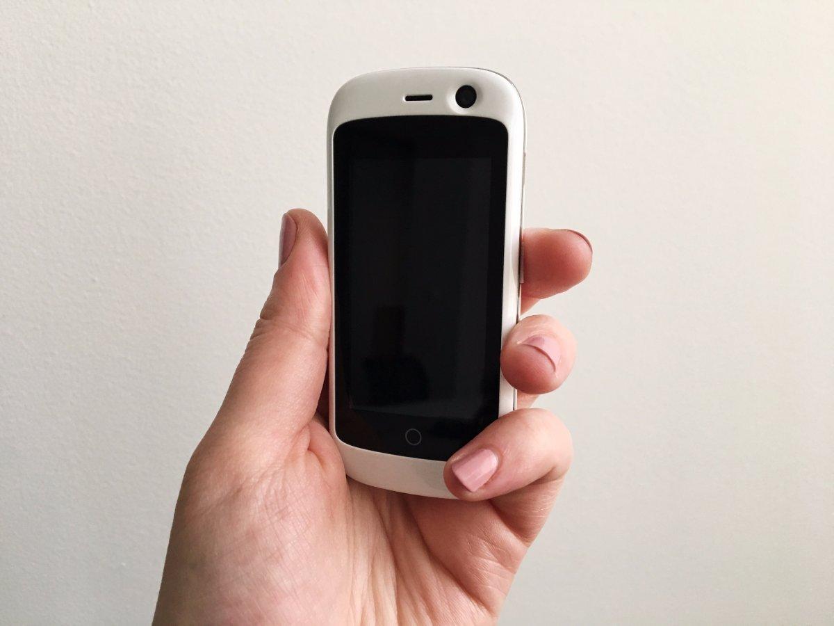 全球最小4G智能机:屏幕2.45英寸搭Nougat系统