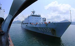 南海舰队运输舰海上独立操演