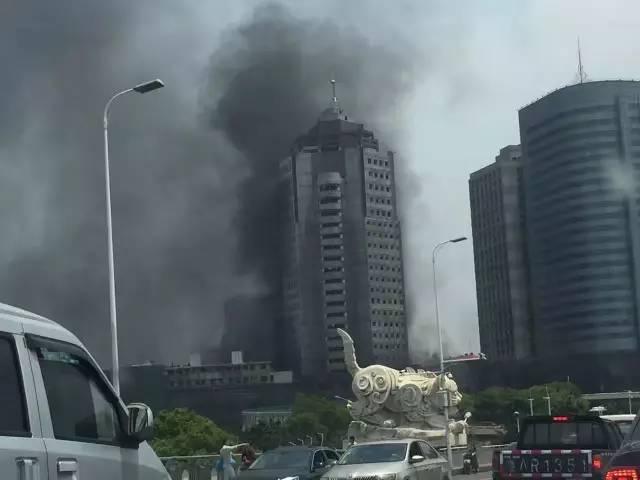 南昌又发大火!八一大桥附近浓烟滚滚 无人员伤亡