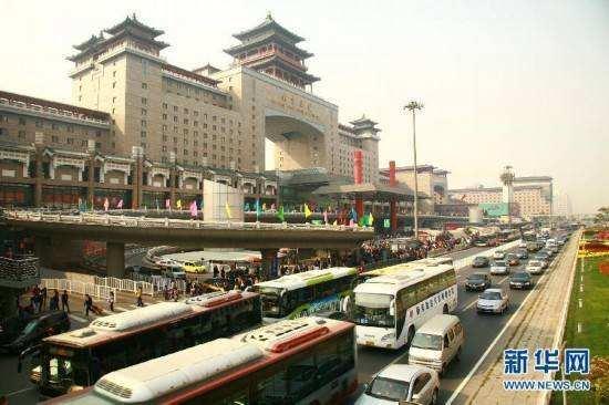 保洁员:北京西站诈骗团伙看到民警后,躲到天桥下