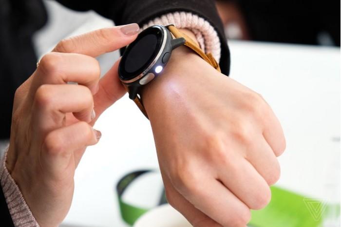 技能树点歪 Acer全新智能手表内置LED手电筒