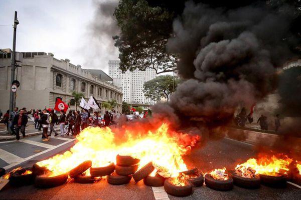 巴西爆发大规模罢工示威 抗议政府新改革政策