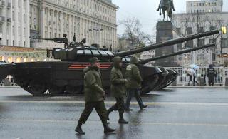 俄胜阅兵彩排坦克列队穿越红场