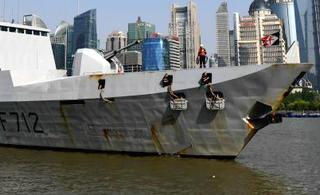 法国隐身战舰访华竟然锈迹斑斑