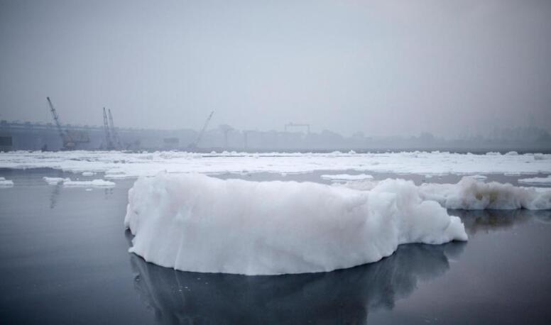 """美国摄影师镜头下""""世界上污染最严重""""的河"""
