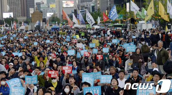 韩民众游行抗议政府:美国是你主子 民众如猪狗